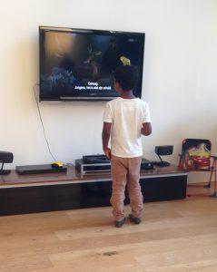 Tweets en zoonlief kijken TV