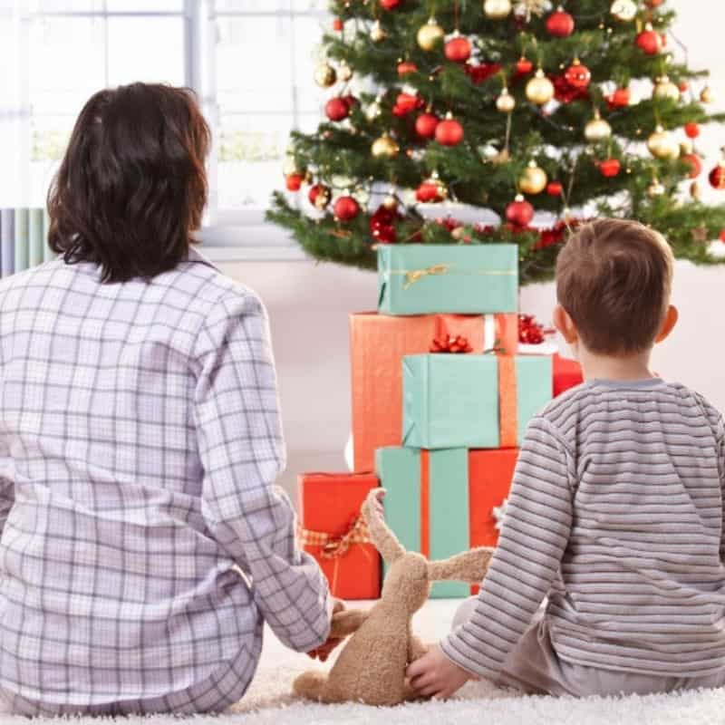 How to Have a Stress Free Christmas Morning with Your Family: Great Christmas hacks for moms!