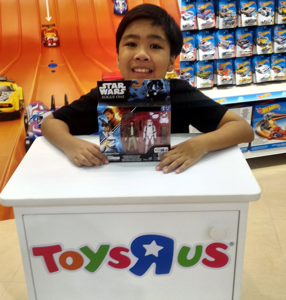 A visit to Toys 'R Us store in Uptown Mall Bonifacio - Mommy