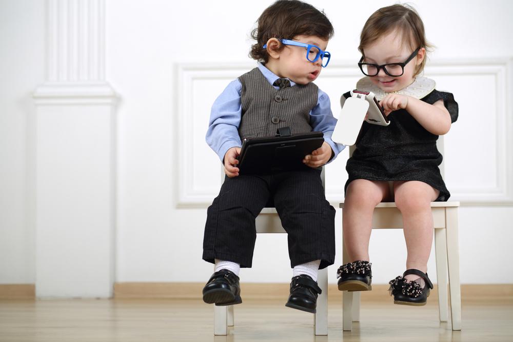 Wanneer geef jij een kind zijn eerste mobieltje?