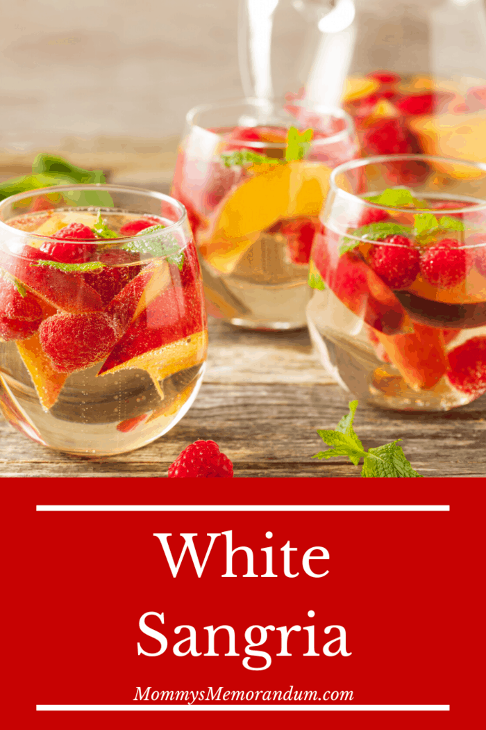 Excellent choices for this easy white sangria recipe are Moscato, Riesling, Pinot Grigio, Chardonnay, and White Zinfandel.