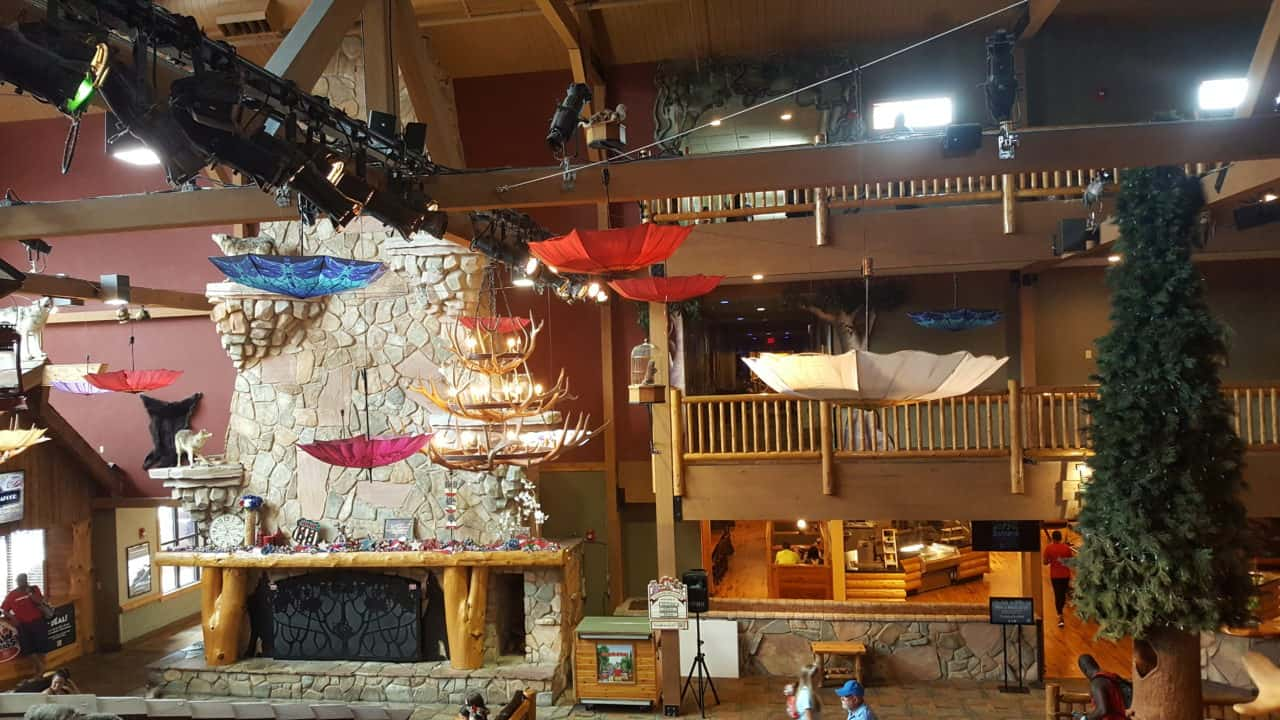 inside great wolf lodge williamsburg