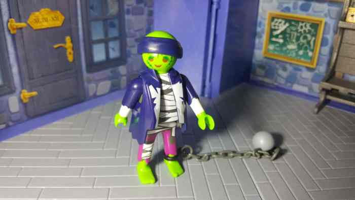 playmobil take along haunted house zombie