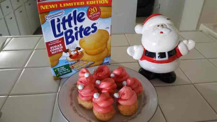 Entenmann's Little Bites Sugar Cookie Muffins Santa Hats #SantaHats #SugarCookies #Entenmanns