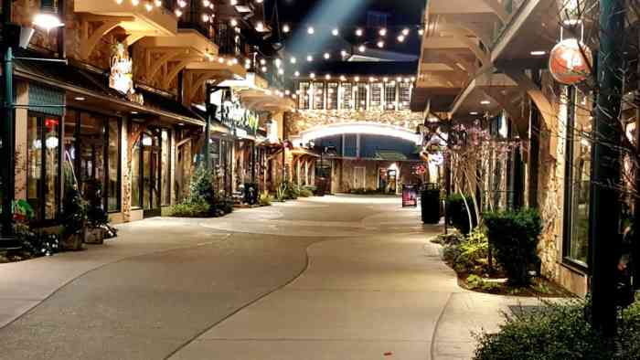 the island at pigeon forge shopping district