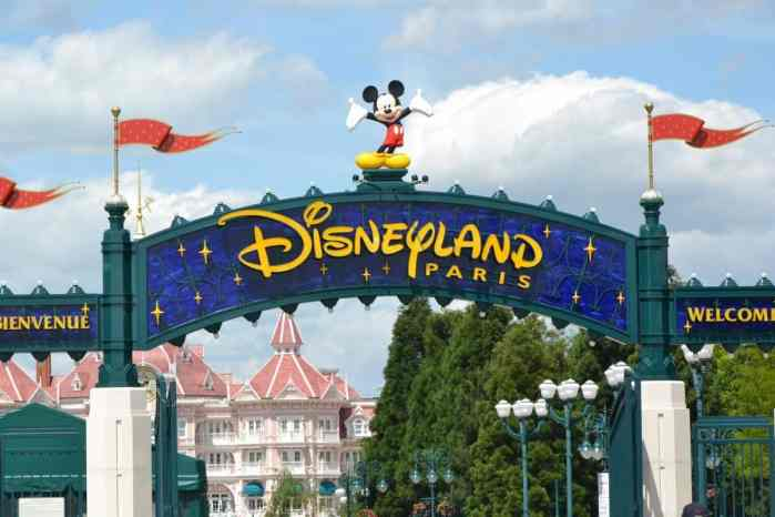disneyland paris welcome gate