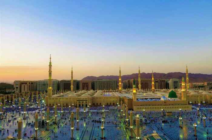 This travel guide will help you traveling with kids Al Madina to enjoy the scenery and historic landmarks such as the minarets