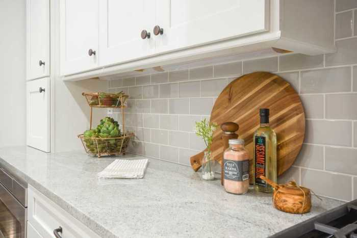Besides choosing the kitchen countertop material you need, you have to choose the kitchen countertop styles that best match your interior décor.