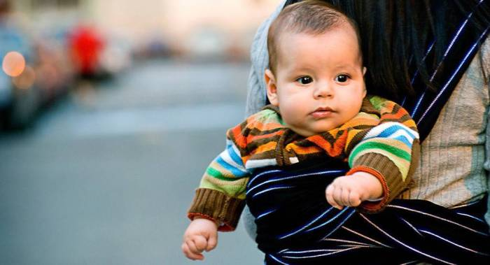 Babywearing International, a global baby clothing organization, believes that returning to this traditional practice is not only beneficial for children but also their parents and caregivers.