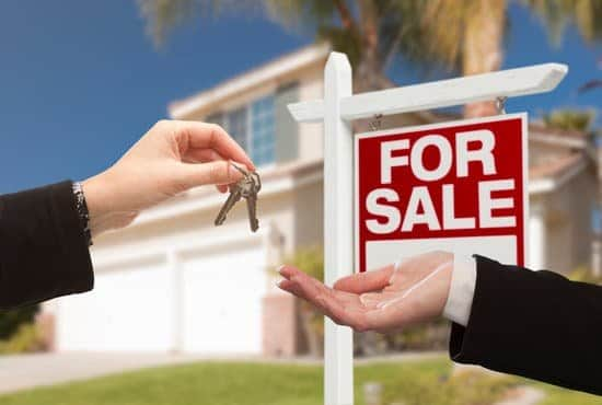 """If you are wondering """"should I sell my house?"""" you need to think about these things first to learn when it is the right time is to sell."""