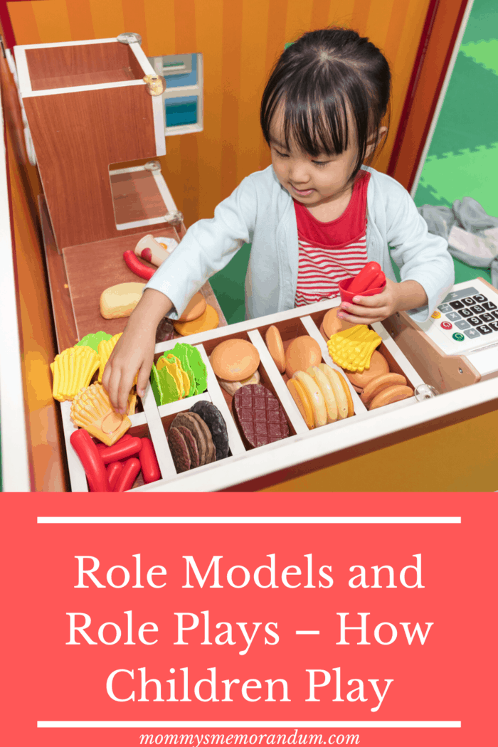Another of these versatile classics, where children can learn many different, very different skills in a natural role-playing environment, is the children's grocery store.
