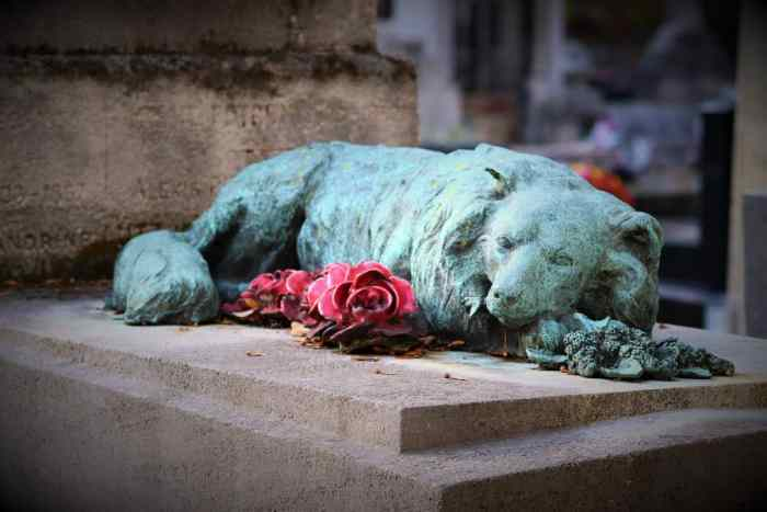 statue as tribute to dog as a way of coping with the death of your pet