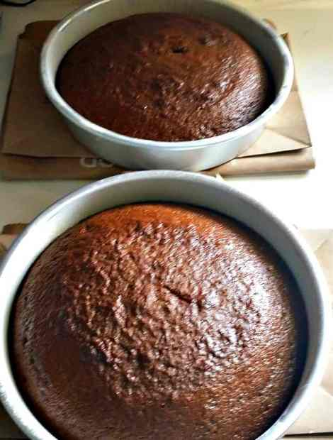 Let-cakes-rest-for-10-minutes-in-pan