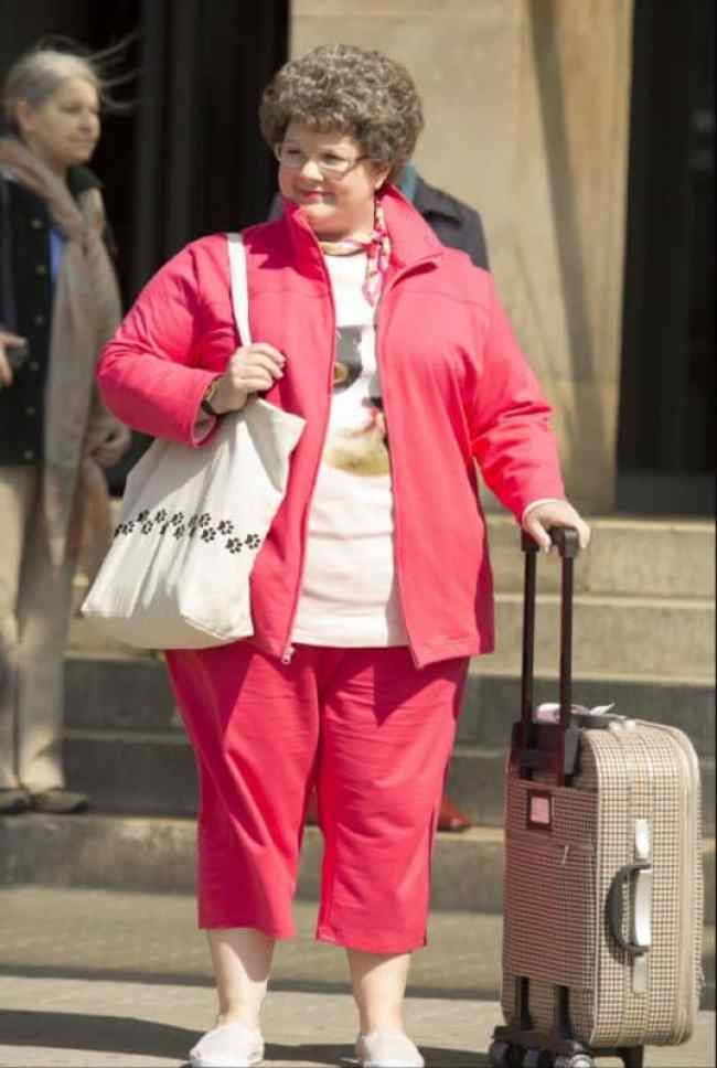Melissa McCarthy is Susan Cooper, a CIA analyst, who volunteers to go deep undercover to infiltrate the world of a deadly arms dealer, and prevent a global disaster.
