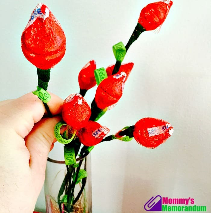 How to make a Hershey Kiss Rose hershey kisses roses in vase ready to gift