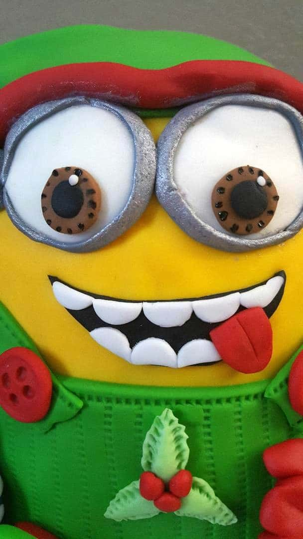 minion cake up close