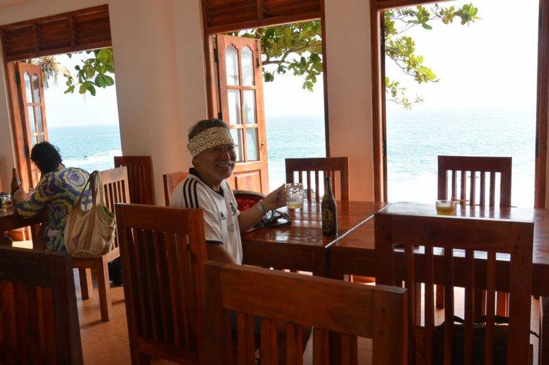 タンガッラの海辺のカフェにて