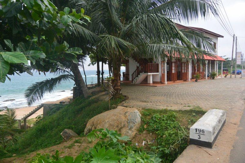 タンガッラの海辺のカフェ