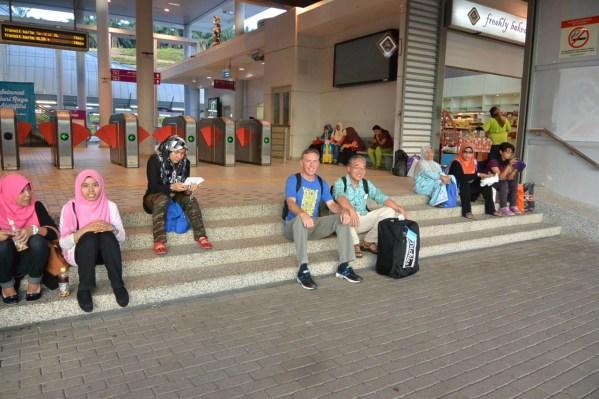 KL-サラティンギ駅にて-13