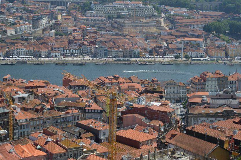 ポルトの象徴クレリゴス教会鐘塔からの眺望-3