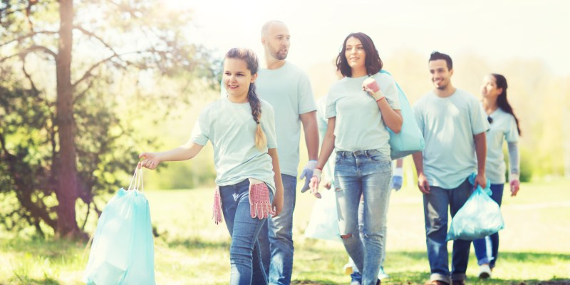 5 Easy Ways To Volunteer as a family this year