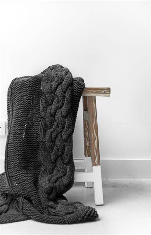 hk-living-handgeknoopt-deken-stonewash-zwart