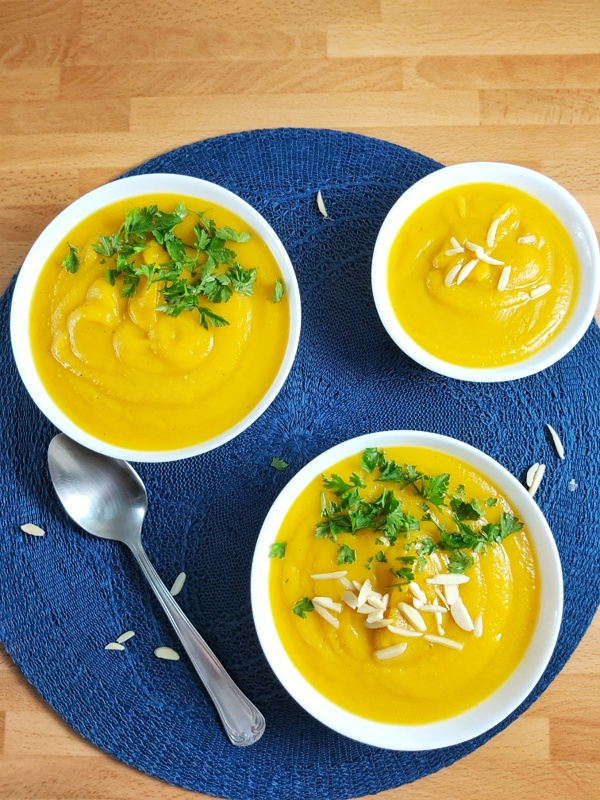 Roasted Butternut Pumpkin Soup is glúten-free, vegan, low carb, and keto recipe. Quick and Easy to make... Pure confort food #soup #pumpkinsoup #keto