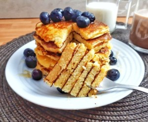 Here you can find 20 keto low carb breakfast recipes ideas to start your days. All of them are easy to make and perfect for weight loss. #keto #breakfast