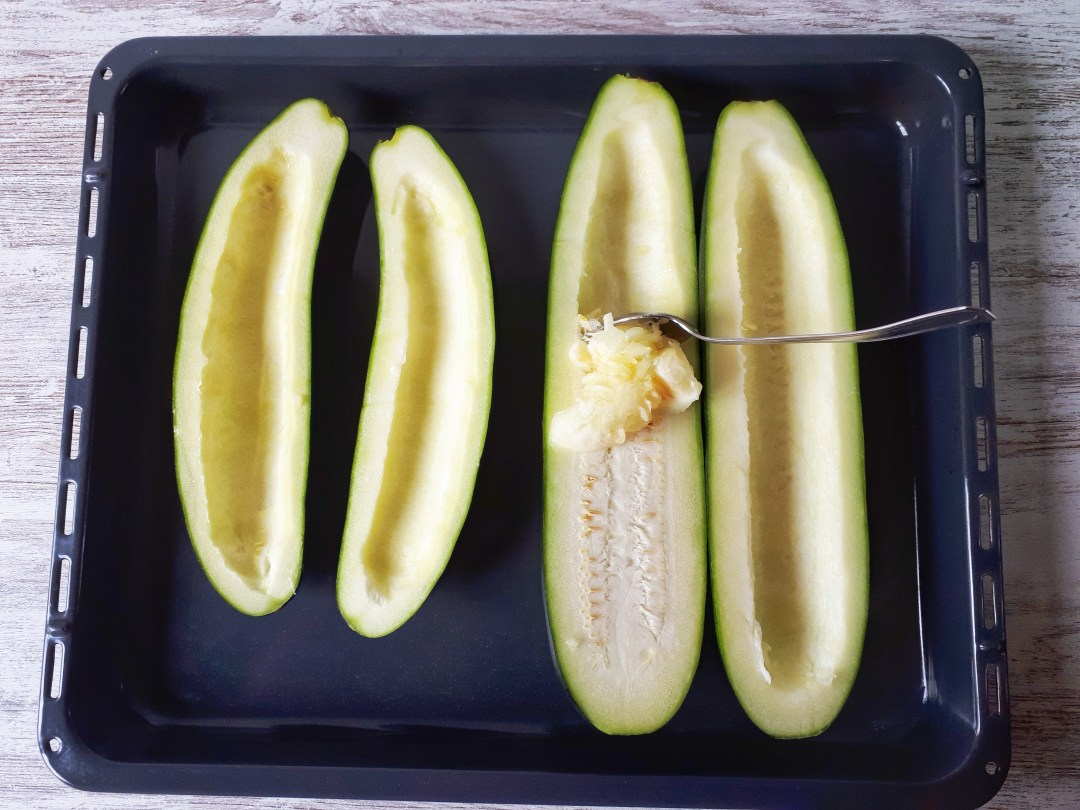 These freshzucchini boats are stuffed with ground beef, topped with cheese and makes an amazing keto, low-carb and gluten-free meal. This is a healthy dinner recipe that all of your family is going to love!