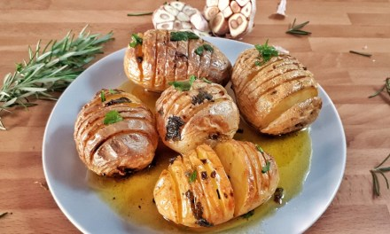 Garlic & Rosemary Oven Roasted Potatoes