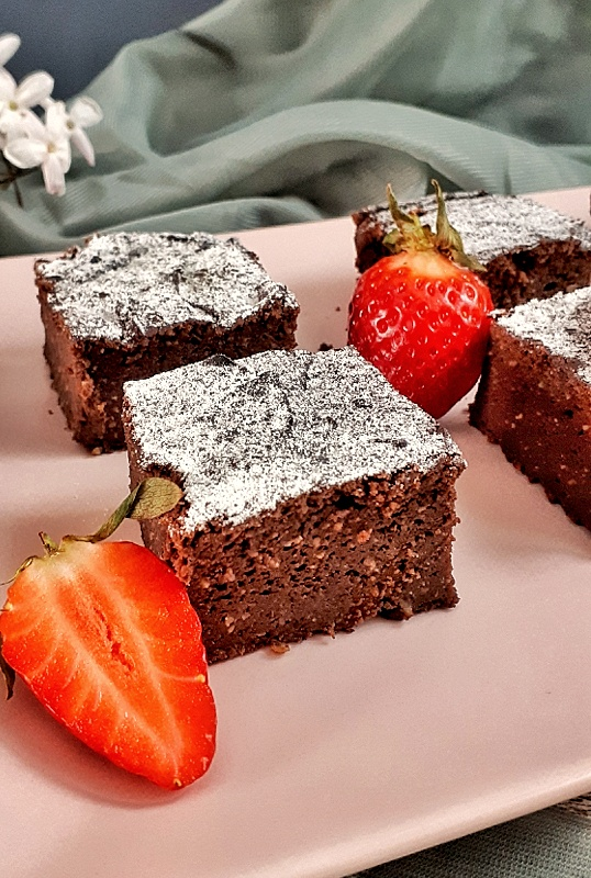 The best chocolate avocado brownies recipe that are ultra-rich, decadent, chocolatey, and healthy... They are keto, low carb and sugar-free! #ketobrownie