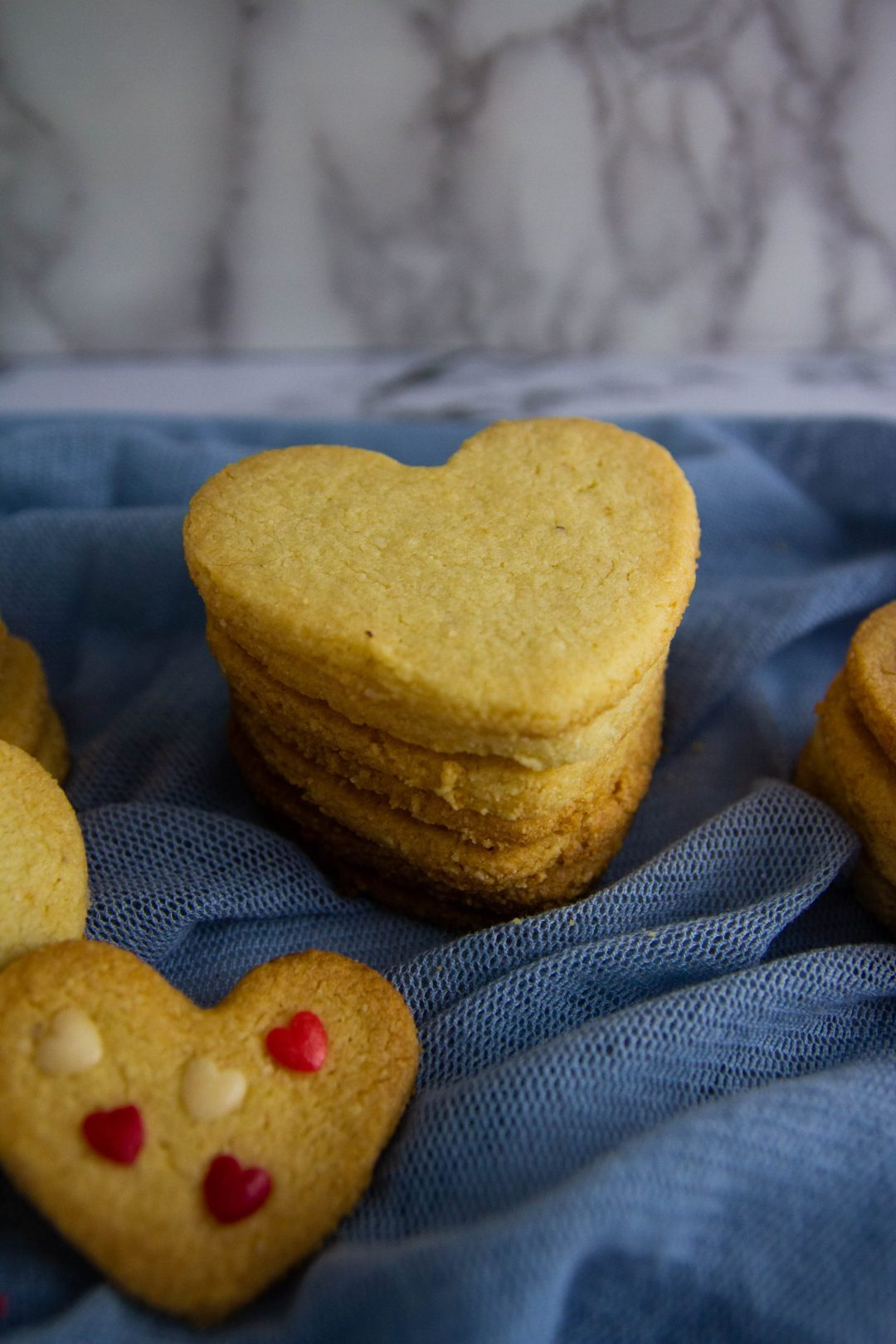 These Low Carb Butter Cookies are super simple, keto-friendly and delicious! Perfect for the holidays, Valentine's Day, Mother´s Day, or any day of the year.