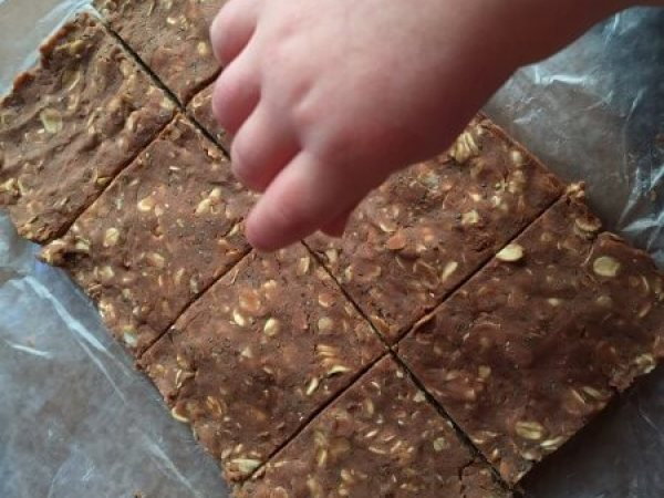 No-Bake Chocolate Protein Bars @katieserbinski