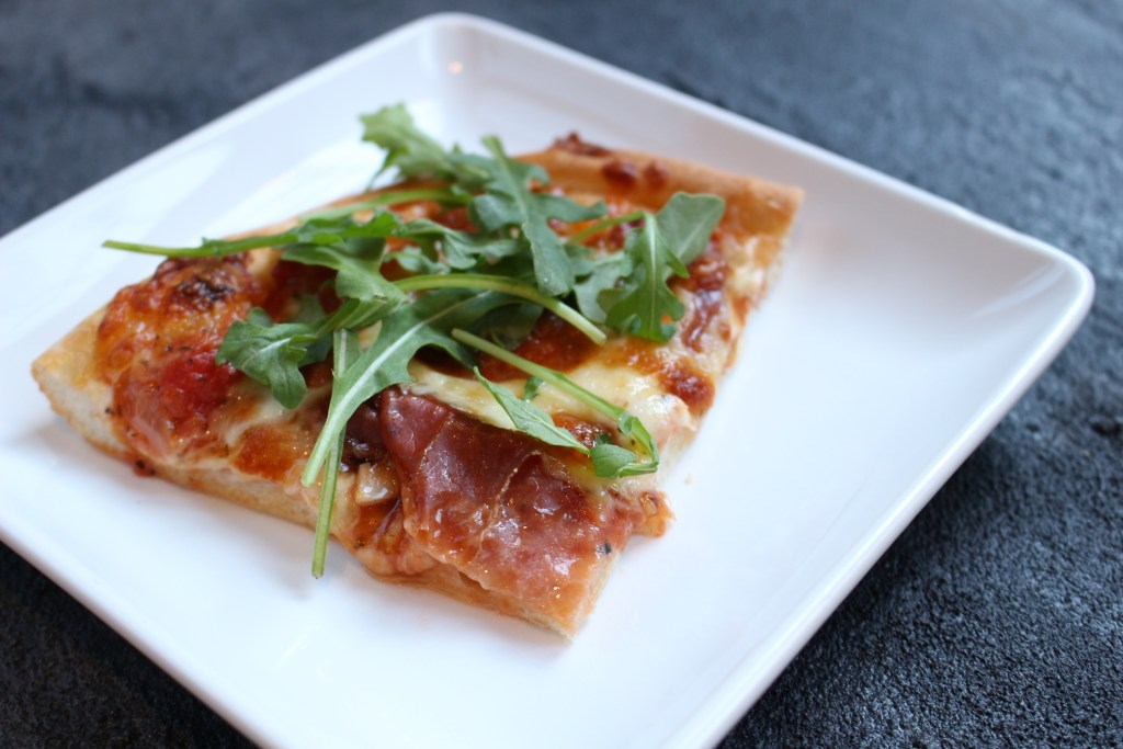 Fig, Prosciutto, and Arugula Pizza is simple yet gourmet! Wow your family on pizza night with this delicious and unique flavor combination.
