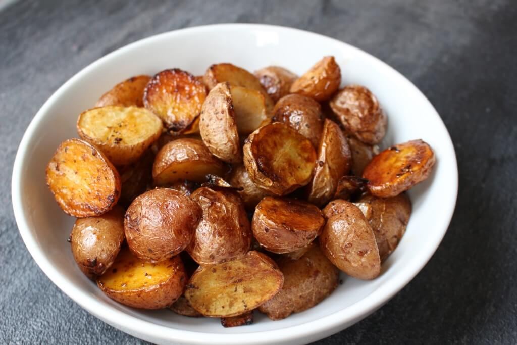 Smoked Paprika Roasted Potatoes - Mom to Mom Nutrition