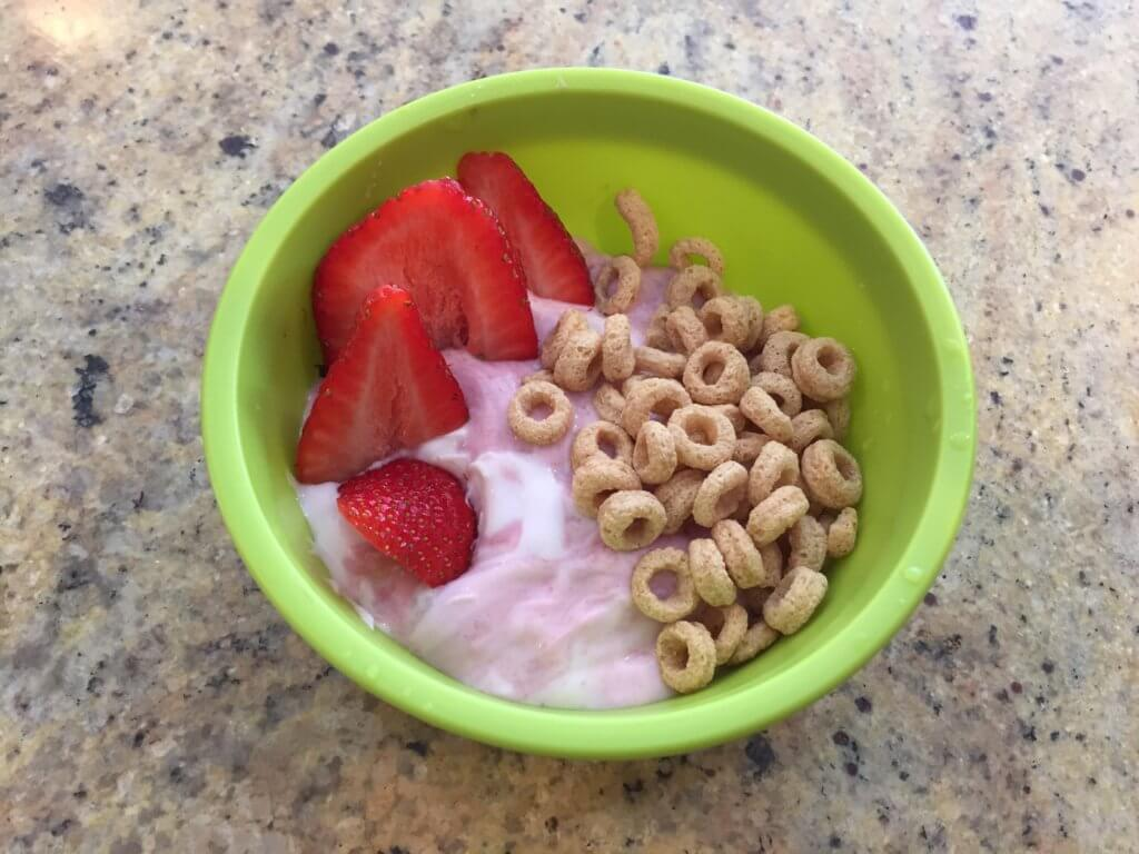 When it comes to choosing a healthy breakfast cereal, keep these simple tips top of mind when navigating the cereal aisle at the grocery store.