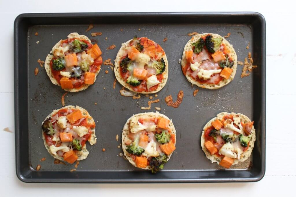 This easy recipe for roasted veggie English muffin pizzas is a great way to get an extra serving of vegetables in your diet, plus an easy idea for weekday lunches!