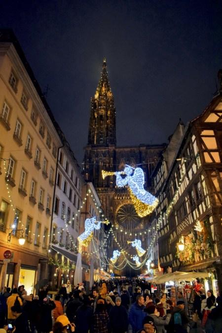 La rue Mercière conduisant à la cathédrale de Strasbourg © French Moments