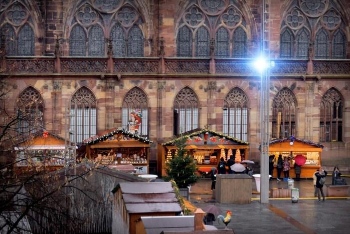 Le marché de Noël, place du château, Strasbourg © French Moments