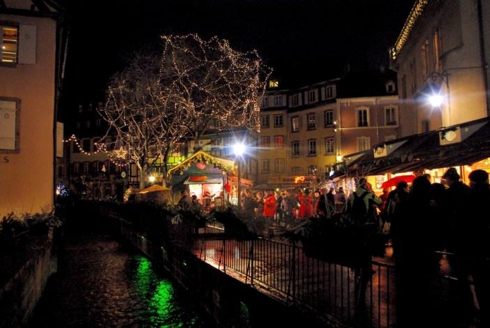 Au marché de Noël de Colmar, place de l'Ancienne Douane © French Moments