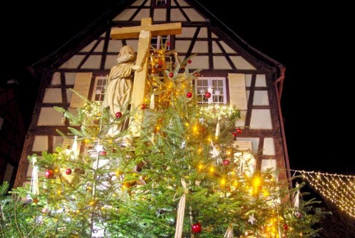 Place de l'église à Noël, Kaysersberg © French Moments