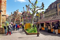 Le marché de Pâques à Colmar (Place des Dominicains) © French Moments
