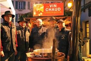 Vin chaud au marché de Noël d'Obernai © Office de Tourisme d'Obernai