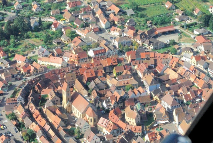 Villages d'Alsace - Eguisheim vu du ciel © French Moments