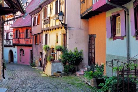 Rue du rempart à Eguisheim © French Moments