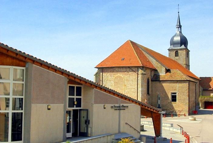 Le musée et l'église de Deneuvre © Cham - licence [CC BY 3.0] from Wikimedia Commons