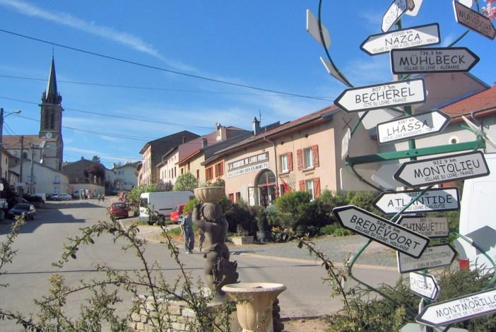 Fontenoy-la-Joûte, Village du Livre, par Ji-elle - Domaine Public