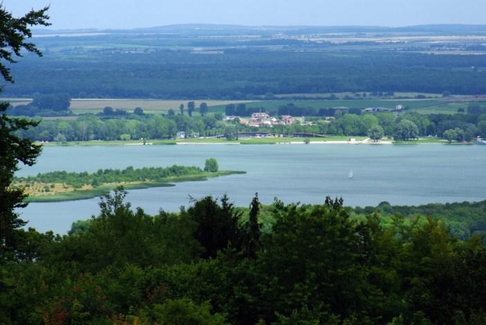 Envie d'évasion en Alsace-Lorraine - Lac de Madine © French Moments