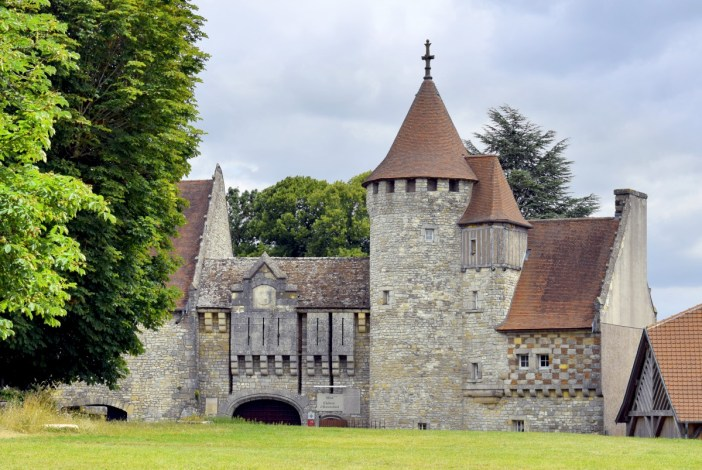Le château de Hattonchâtel vu du village © French Moments