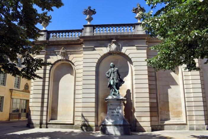 Statue d'Emmanuel Héré près de la Pépinière © French Moments